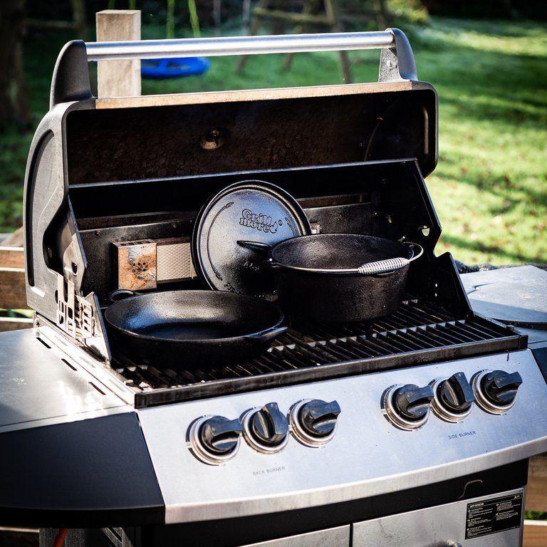 1000015863-grill-more-essentials-dutch-oven-feuertopf-4l-i03
