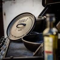 Vorschau: 1000015863-grill-more-essentials-dutch-oven-feuertopf-4l-i04